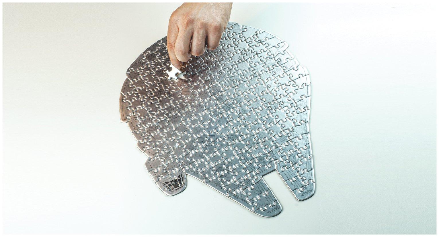 Star Wars Millenium Falcon 201 Piece Jigsaw and Tin